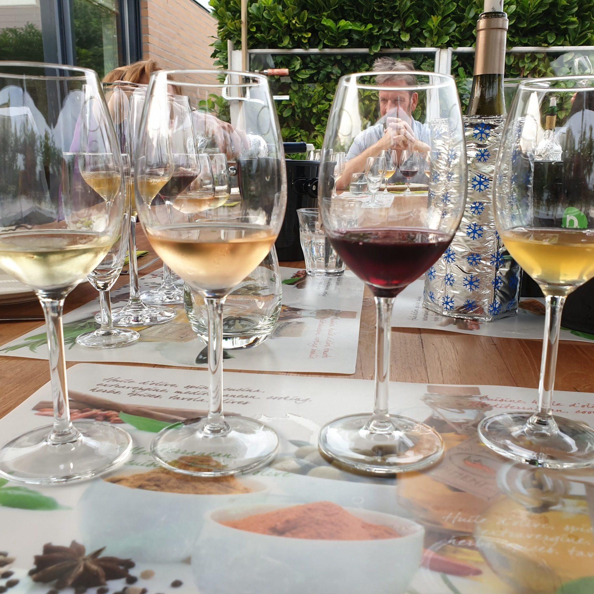 """Lees meer over het artikel Wijnproeverij     """" Verassende  wijnen  van  onder  de  € 9,99."""""""